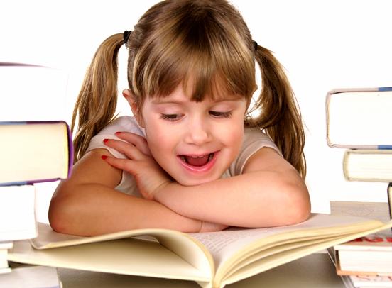 Criança-lendo-livro3